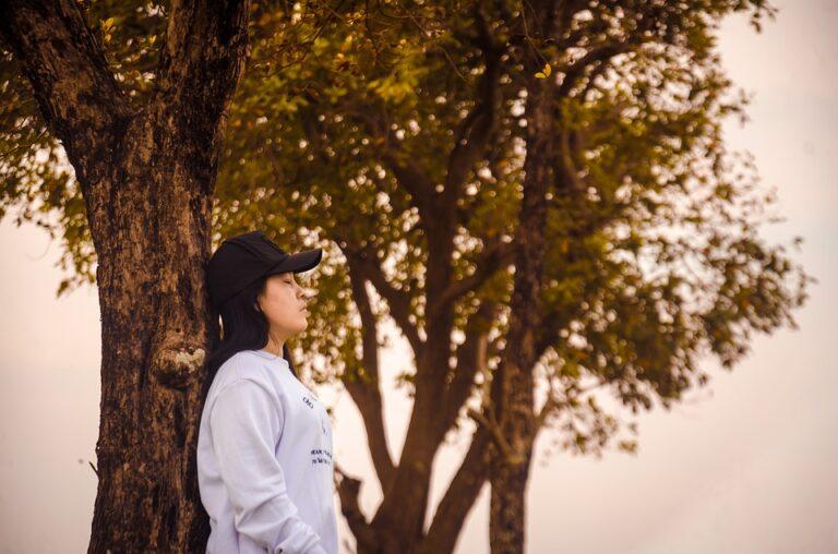 Depresja sezonowa – sposoby na poprawę nastoju w jesienne dni