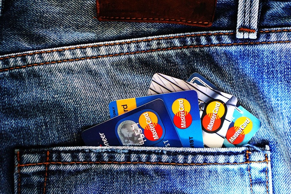 Karta kredytowa może obniżyć naszą zdolność kredytową