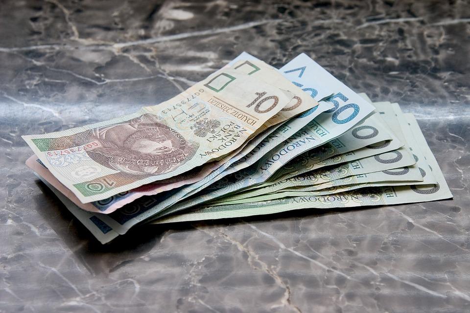 Czy Polacy kontrolują swoje przychody?